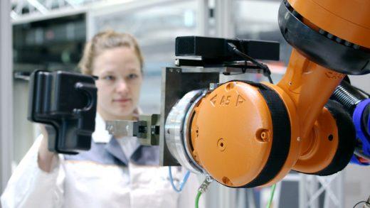 Comanda interactivă de ghidare a roboților industriali